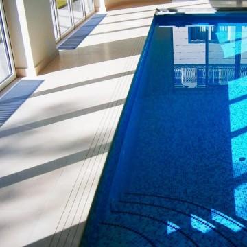 Poza Ventiloconvector montat in pardoseala RADOX RCF - exemplu de montaj la piscine